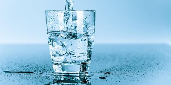 Proč je pitný režim důležitý pro naše zdraví? Jak se naučit pít vodu. |  Fitness007.cz