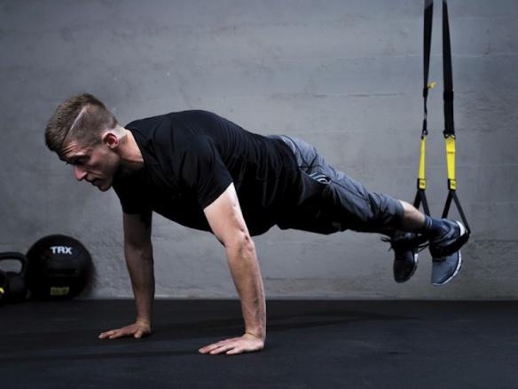 Jak efektivně cvičit s TRX. Stačí 30 minut denně.