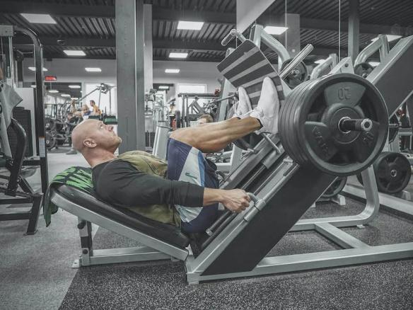 Nejčastější chyby v tréninku nohou. Co nedělat a jak správně zacílit svaly, aby byl vidět progres?