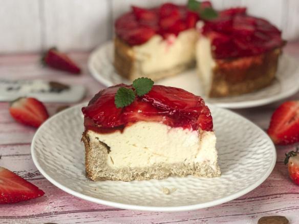 Tvarohový cheesecake s jahodami a želatinou