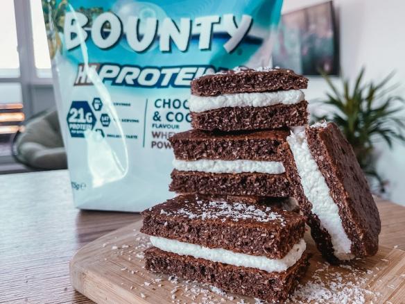 Jednoduché proteinové Bounty řezy. Zdravé domácí pečení.