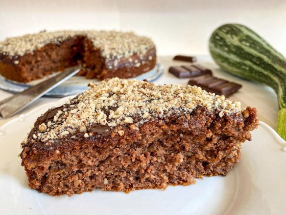Nejlepší fit cuketový koláč s ořechy.